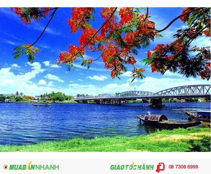 Sông Hương như biểu tượng vẻ đẹp của Huế