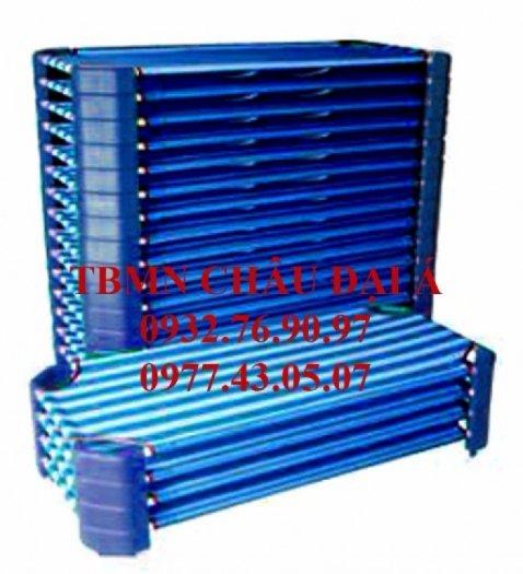 Giường lưới bọc nhựa sọc xanh dương mầm non2