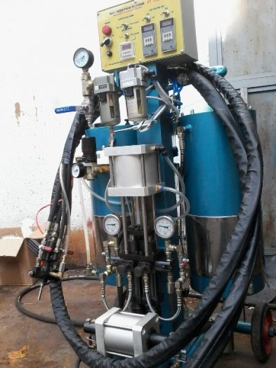 Cung cấp máy phun PU FOAM ( bảo ôn kho lạnh tàu biển )0