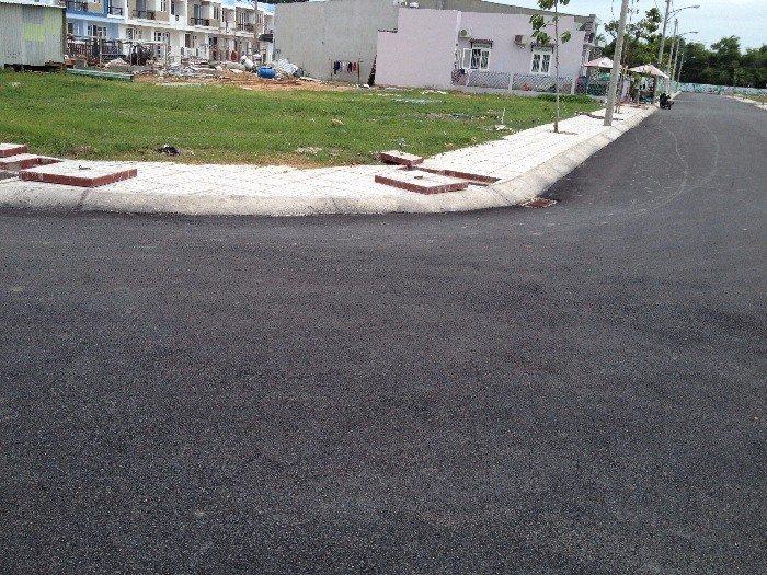 Bán nền đất lô góc 2 MT đường 36m, sổ hồng riêng, xây dựng tự do