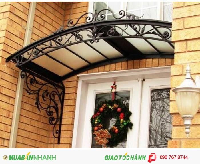 Những hoa văn được uốn rèn từ sắt tạo nét đẹp cho lối ra vào nhà bạn.0