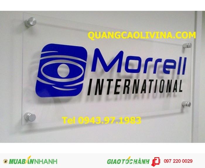 Làm biển quảng cáo mica cho công ty đẹp tại Hà Nội, QUANGCAOLIVINA.COM  luôn sử dụng mica Đài Loan cho những mẫu biển quảng cáo đẹp của mình .  Sau khi thiết kế chúng tôi sẽ tiến hành thi công đúng kích thước, từ tấm micanguyên khổ 1m22* 2m44  sẽ được cắt bằng máy laser với kích thước quy định.