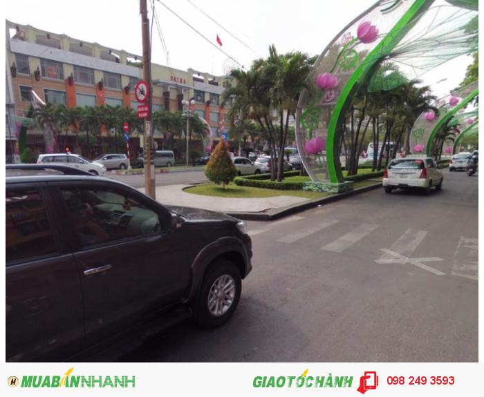 Cho thuê nhà mặt phố đường Nguyễn Huệ, P.Bến Nghé, Quận 1, DT: 4x18m, diện tích: 72m2, giá: 11.000$