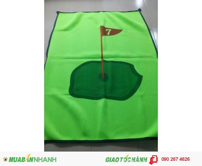 Tâm phát bóng golf