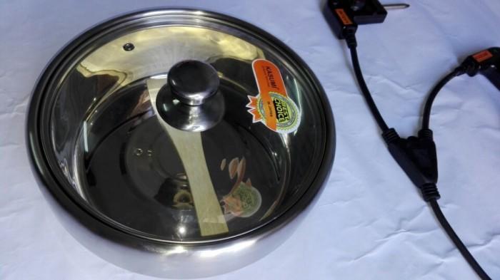 Tặng thêm 01 nồi lẩu Inox 304 cực dày và chắc chắn, được thiết kế ô thoáng dễ tháo rời rất tiện lợi cho việc vệ sinh, lau chùi.