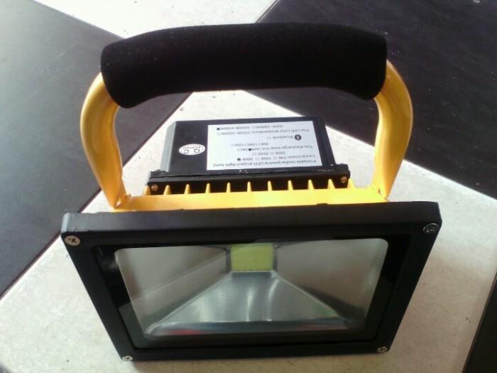 Đèn pha led sạc 20W cho tầng hầm, du lịch, picnic, công trình, 6