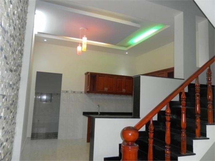 Bán nhà đường Huỳnh Tấn Phát Nhà Bè, DT 3,8m x 7m, 1 lầu, 2 phòng ngủ. Giá 600 Tr, sổ hồng bao sang tên.