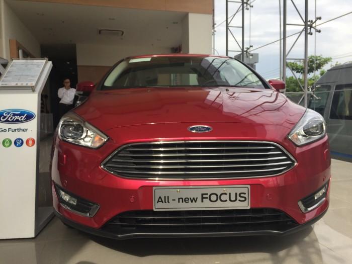 Bán Ford Focus 1.5 Titatium mầu trắng Giao ngay. Giá Tốt