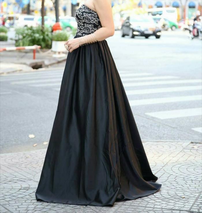 Đầm dạ hội đen, thiết kế riêng theo yêu cầu quý khách hàng, tôn vinh vẻ đẹp.