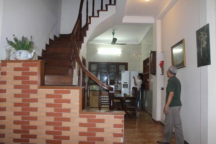 Gia đình cần bán nhà Phùng Hưng 39m2, MT 4m, 4 tầng. Oto đỗ cửa, phân lô Vip kinh doanh tốt..  .