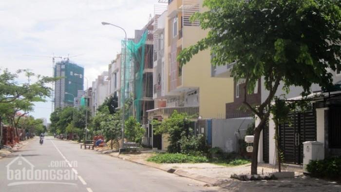 Bán đất đường Hoàn Quốc Việt, Quận 7, DT 8m x 15m, Giá 4.85 Tỷ. Vị trí đẹp,Giá tốt nhất khu vực.