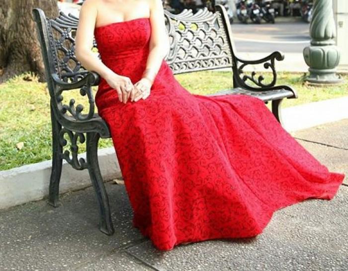 Đầm dạ hội đỏ, với chất liệu vải cao cấp và đường may tinh tế tạo nên vẻ đẹp sang trọng quý phái và không kém phần quyến rũ, sản phẩm may riêng theo yêu cầu khách hàng, 2