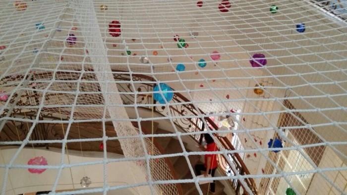 Lưới dù an toàn cầu thang, lưới hứng vật rơi màu trắng