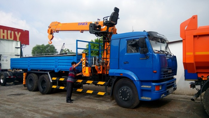 Tổng đại lý Kamaz Việt Nam, bán xe tải Kamaz 65117 gắn cẩu giá 1 tỷ 813 triệu