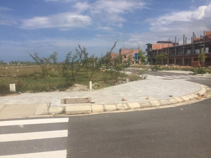 Bán gấp lô góc đất nền không cam kết xây nhà 166m2  đối diện khu thể thao Thánh Gióng tại Hue Green City