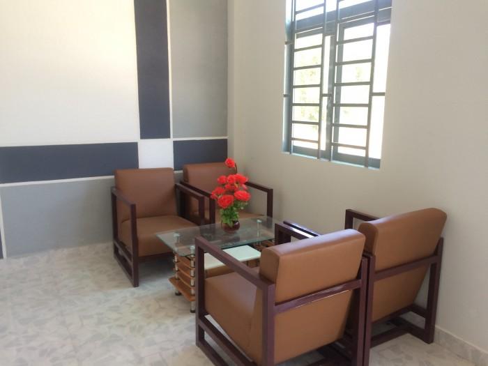 Bán nhà TT Đức Hòa, DT 5X10, 2 phòng ngủ, WC, giếng trời, giá 305tr, sổ hồng riêng