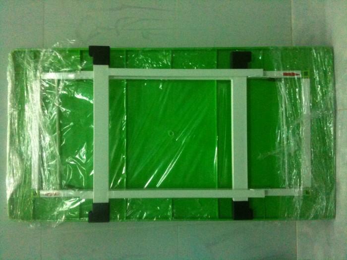 Bàn nhựa đúc chân gập Kích thước : 90cmx48cmx55cm Màu xanh lá, xanh dương4