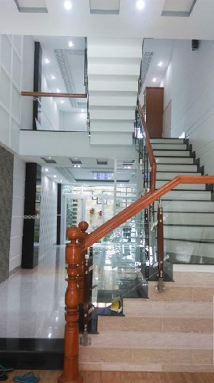 Bán gấp nhà tuyệt đẹp mặt tiền gần chợ Phú Thuận, Quận 7, diện tích 5mx18m, 4 tầng, tặng nội thất, giá 5.2 tỉ