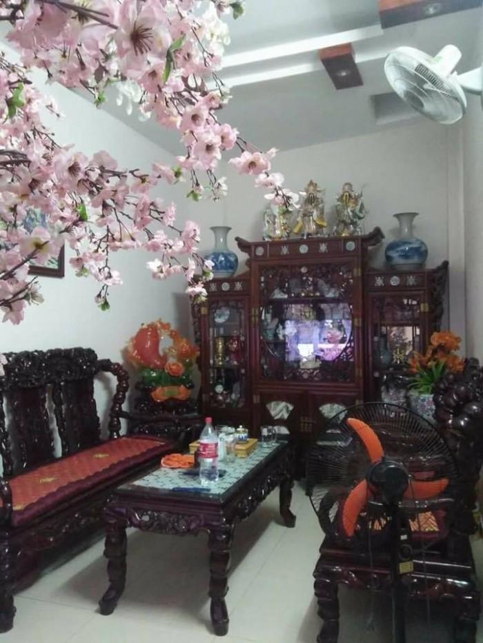 Bán nhà mặt phố Hoàng Hoa Thám DT 58M2, MT 4,4M. Giá chỉ 10,6 tỷ.