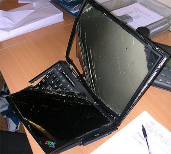Sửa laptop bị vỡ vỏ bật không lên lấy ngay tại phố phúc xá -ba đình -hà nội