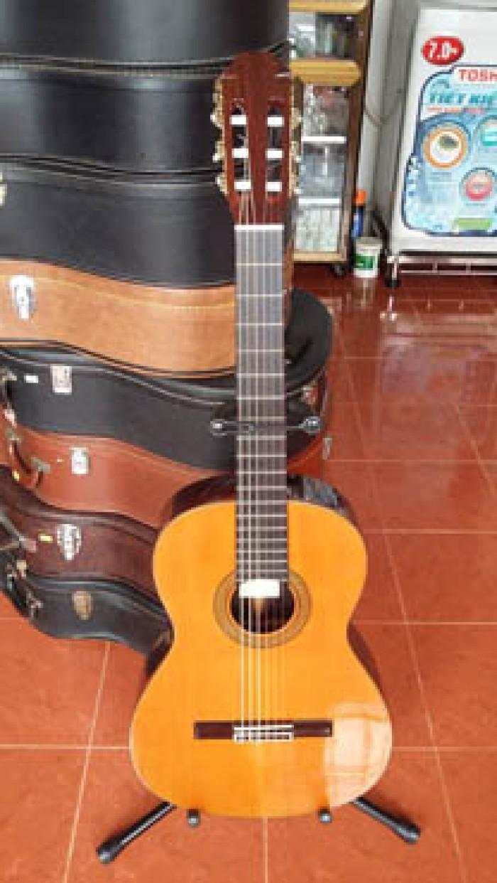 Guitar Aria AC 50 Tây Ban Nha có 3 cây