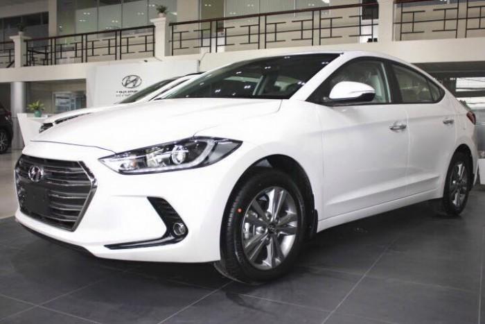 Hyundai Elantra 2016 khuyến mãi giá chưa bao giờ tốt như hôm nay, xe nhiều màu, giao ngay.