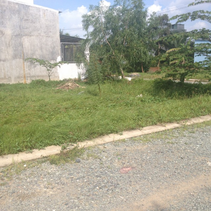 Cần tiền bán gấp lô đất 740 Tr ngay trung tâm Long Trường, bao sổ