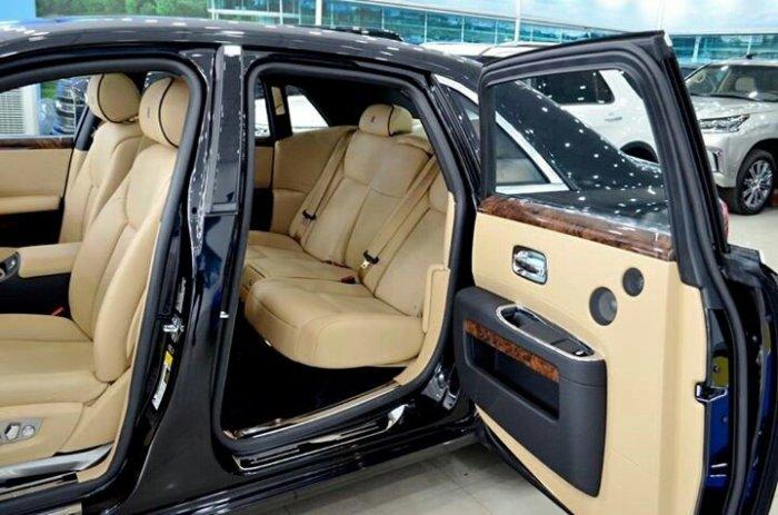 Rolls Royce Ghost 6.6L V12 Twin Turbo Model 2015 3