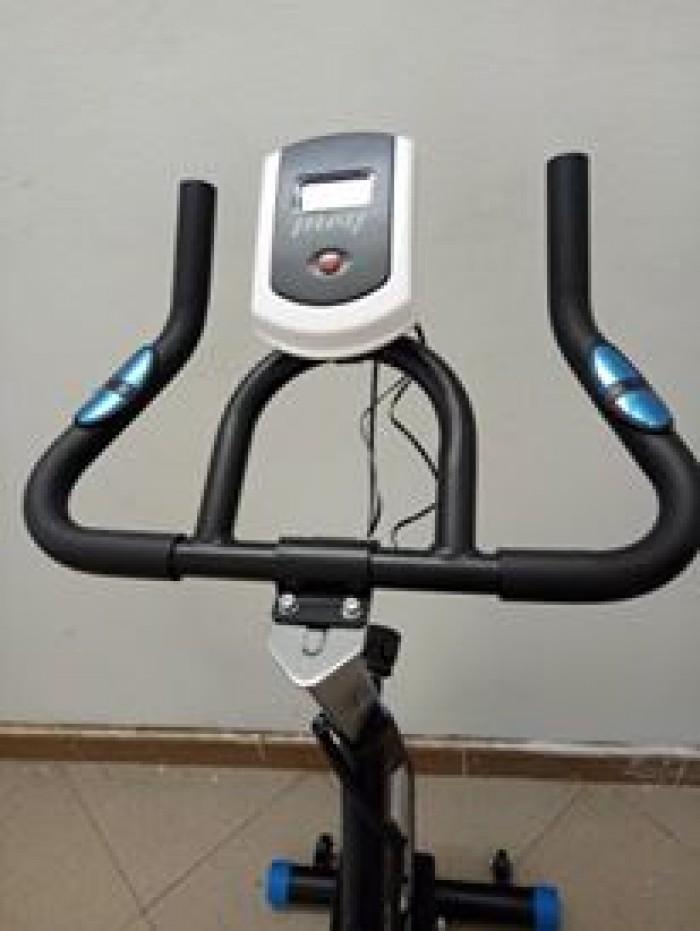 Xe đạp tập thể dục MOFIT MHS-600 có thể điều chỉnh các bộ phận tiện lợi....