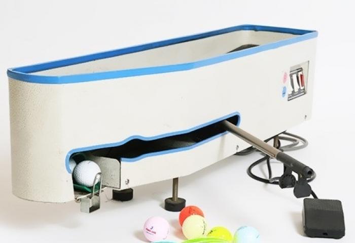 Máy đặt banh trên tee, máy đặt bóng golf lên tee1