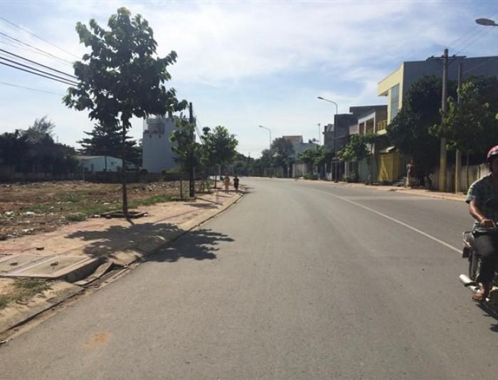 Bán gấp lô đất 882 Nguyễn Duy Trinh, phường Phú Hữu giá tốt