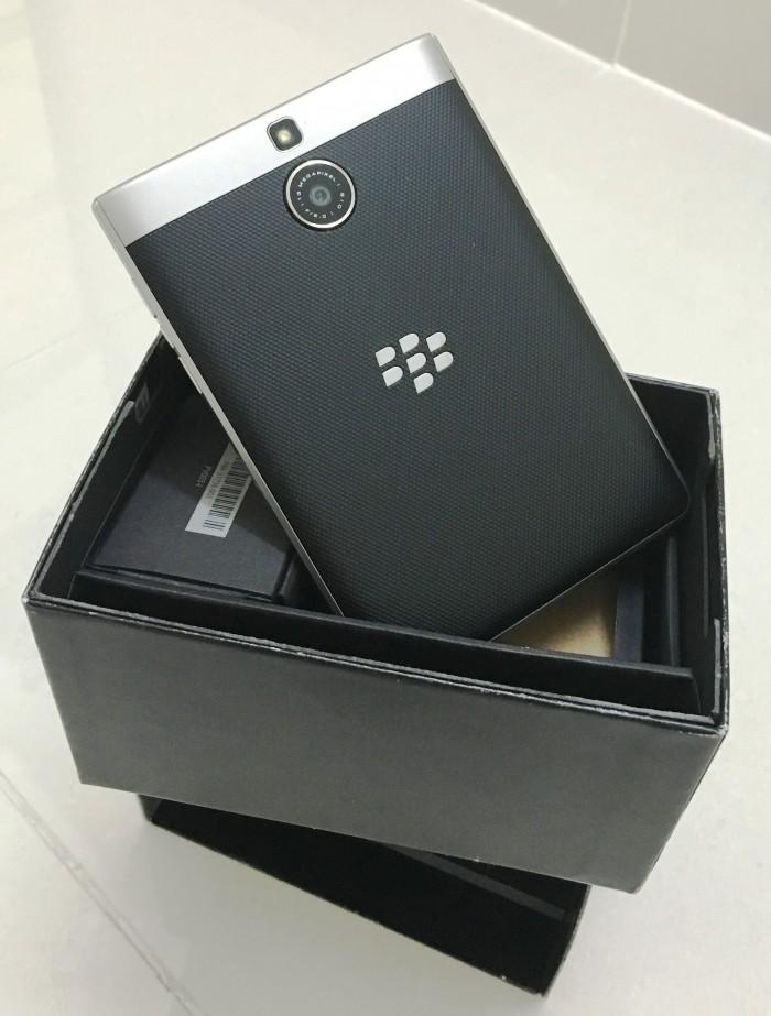 Cần bán BlackBerry PassPort Silver Edition8