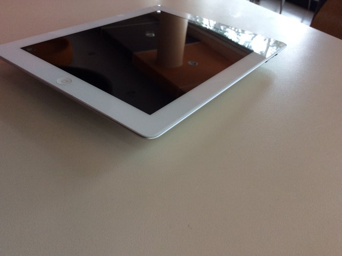 iPad2 16g wifi only , trắng . zin.