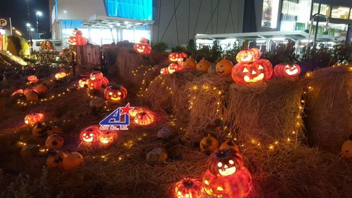 Sân vườn Bí đao Halloween - Thi công mô hình trang trí Halloween cho Aoen Mall Bình Tân