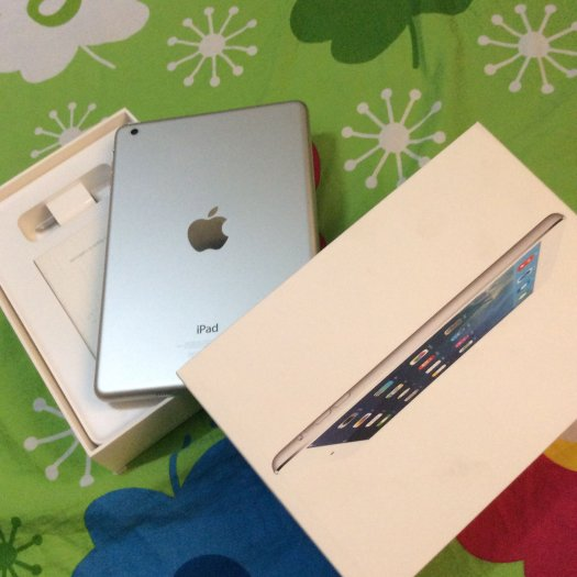 iPad mini1 16g wifi only , trắng . zin , fullbox