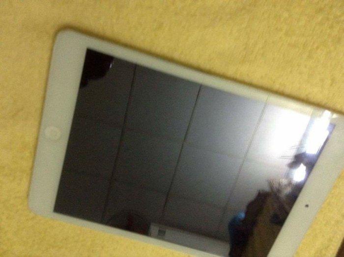 iPad mini1 16g wifi 3g . trắng , đẹp . fullbox