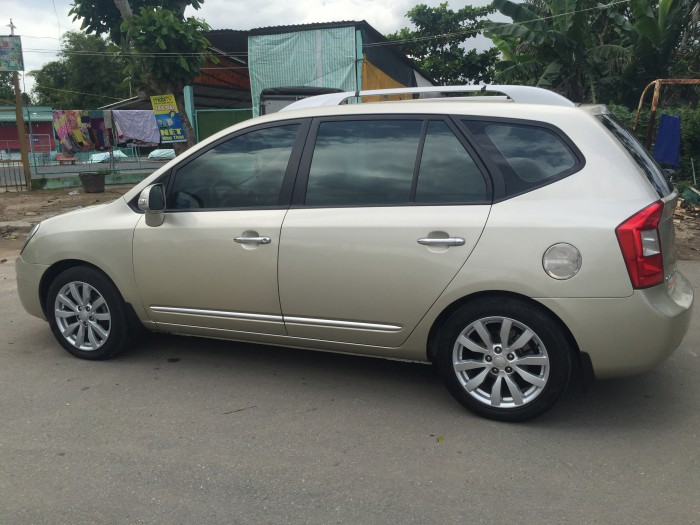 Cần bán Kia Caren 2.0 sx 2013 màu bạc 1