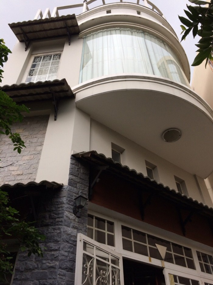 Gia đình đi nước ngoài cần bán biệt thự Gò Vấp, DT 125m2, giá 6,1 tỷ.