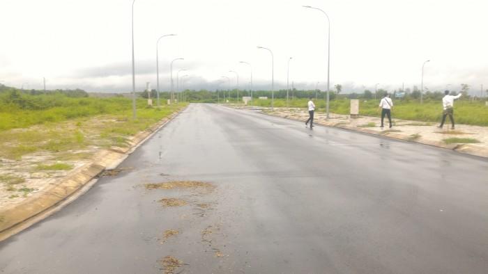 Đất thổ cư MT 30m, liền kề Nguyễn Thị Định, 90m2, xd tự do, SHR
