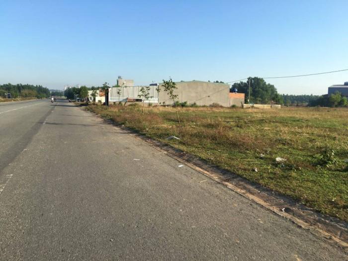 Gia đình định cư, sang gấp 300m2(10x30m), đối diện KCN, gần chợ