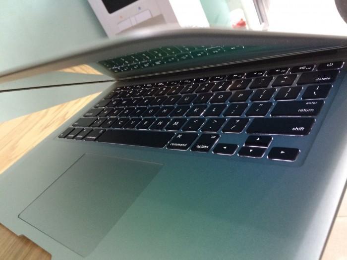 Laptop Macbook pro ME865 | Phím chiclet, có đèn phím cực đẹp.