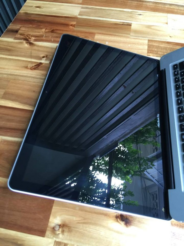 Laptop Macbook pro MC723 | Vga có 2vga: vga rời Ati 6750 , chuyên đồ họa. | vga intel HD3000.