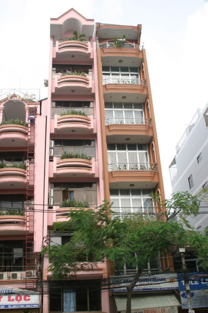 Bán nhà mặt phố Quán Thánh, 68m, thang máy, kinh doanh vô địch, giá 20 tỷ