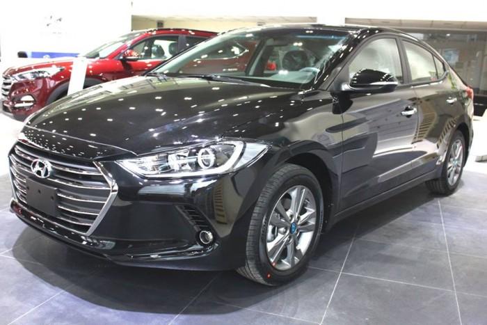Hyundai Elantra 2016 khuyến mãi cực khủng chỉ trong tháng 10