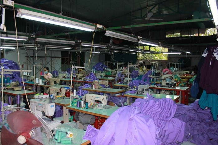 Chuyền may theo công đoạn tại Xưởng may gia công Trang Trần | Xưởng may gia công Trang Trần không những may hàng giá cạnh tranh mà còn may hàng cực chất lượng và tỉ mỉ.