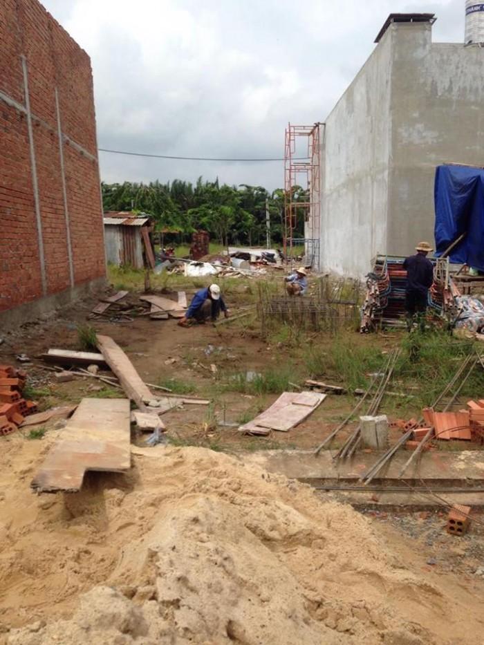 Cần bán Lô đất ngay mặt tiền đường Trường Lưu - quận 9