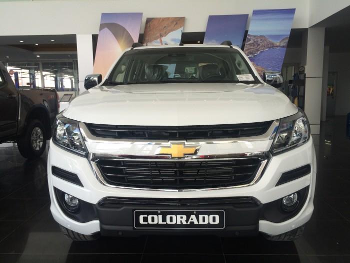 Bán tải Chevrolet Colorado High Country 2017 giảm giá bất ngờ.