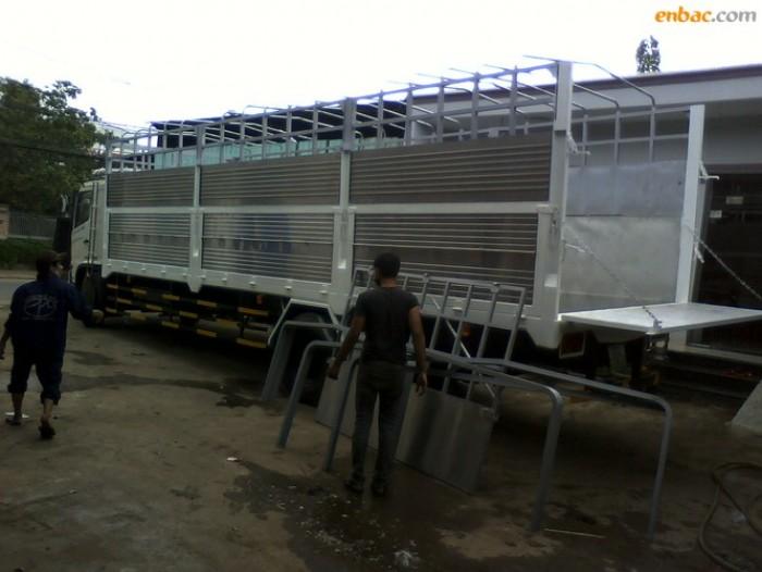 Xe tải Hino FG8JPSU thùng mui bạt 9m7 tải trọng 9.4 tấn 1