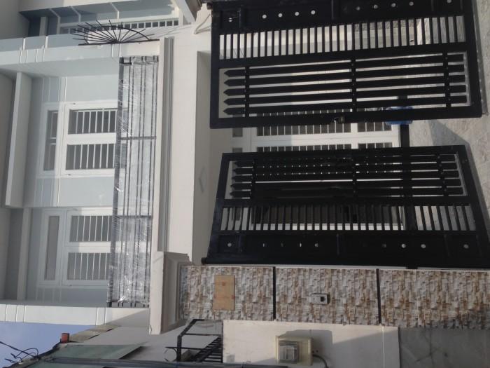 Bán nhà mới xây gấp - Gần vòng xoay Phú Hữu- gần khu công nghệ cao Sam Sung