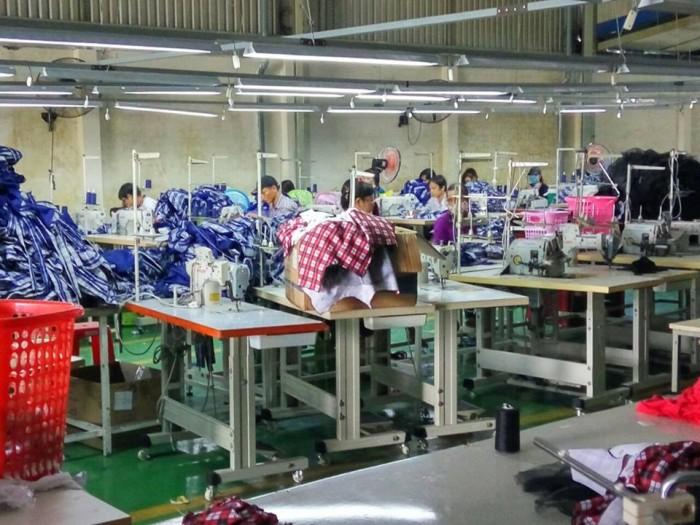 Chuyền may theo công đoạn tại Xưởng may gia công Trang Trần | Là xưởng may quần áo trẻ em có  qui mô hàng lớn. Là nơi cung cấp một sản lượng lớn cho toàn thị trường Việt Nam và còn xuất khẩu ra nước ngoài.